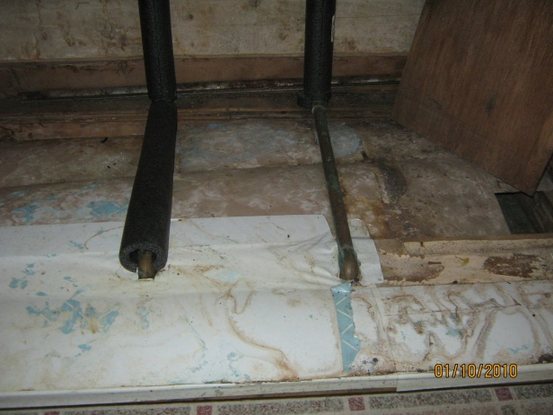 Water leaking through copper pipe.-49a-kit-pl-2010-2.jpg