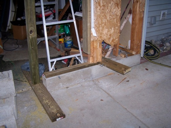 Changing Garage Door to 2FT less, footing question-4x4support.jpg