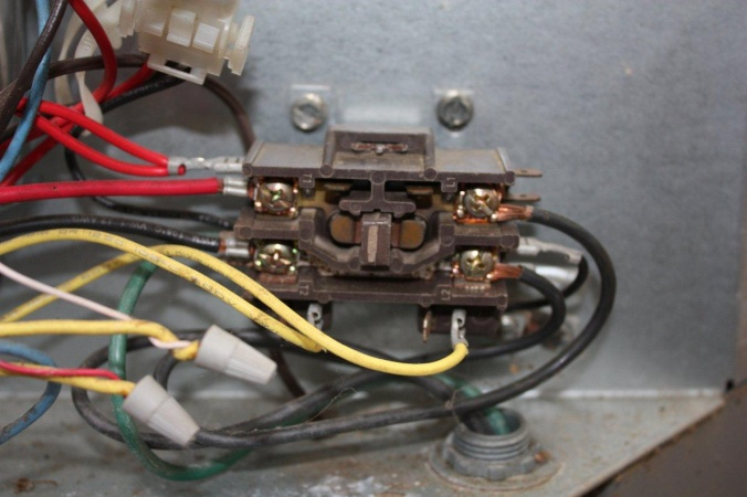 20385d1273699251 can you replace 1 pole contactor true 2 pole 5 10 2010 002 can you replace a 1 pole contactor with a true 2 pole? hvac 2 pole contactor wiring at readyjetset.co