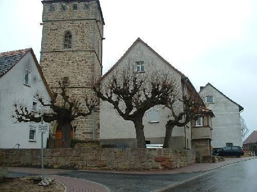 pruning trees...-800px-dagobertshausen1a.jpg