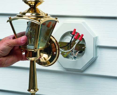 Outdoor light on siding-8141-4.jpg