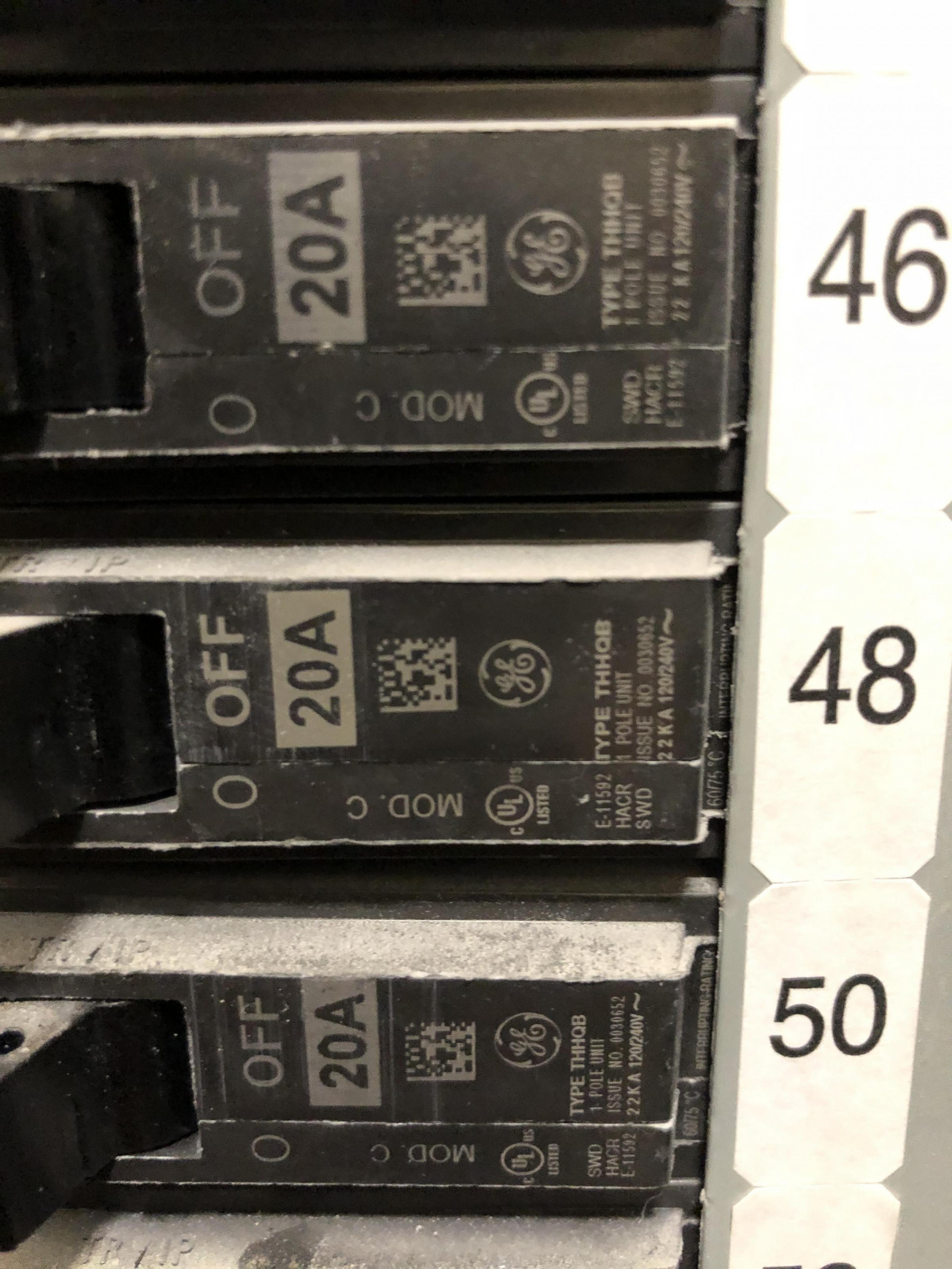 What breaker can be used to replace these?-90b7515b-36bf-4a2c-9576-e0cf49d2a428_1571314831521.jpg