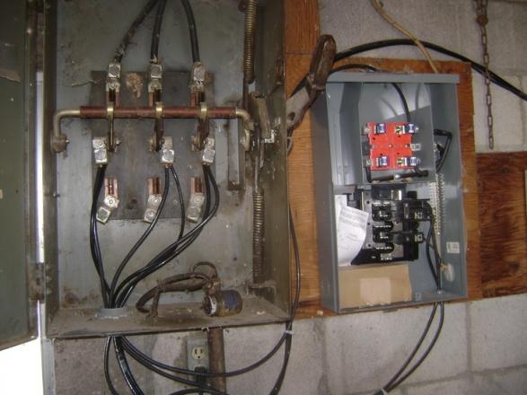 Can circuit breakers be in series?-b-cutout-box.jpg