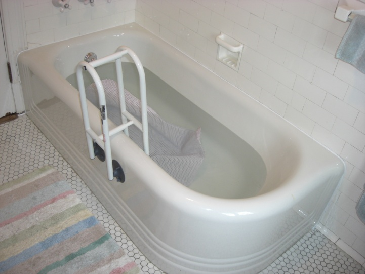 Fill bathtub before caulking?-after.jpg