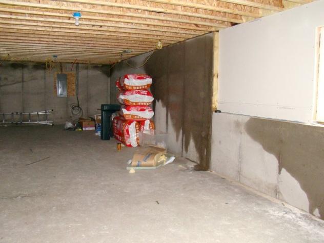Ordinaire Wet Basement Walls   New Construction In Winter Basement 3