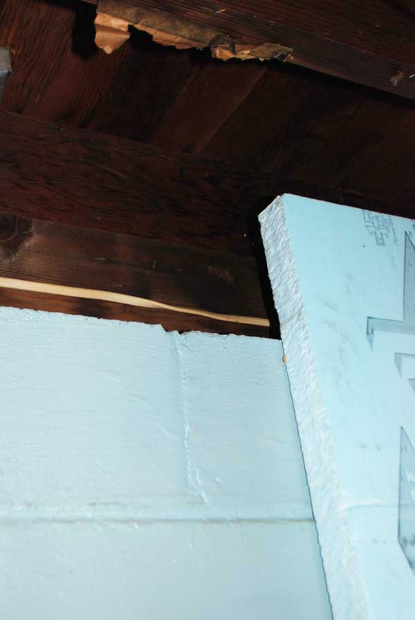 Do I need to run foam insulation right up to the top plate?-basement.jpg
