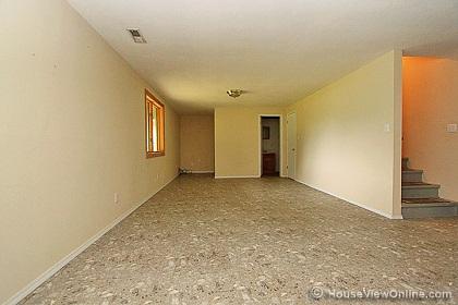 No support beams in basement?-basementstairsdown.jpg