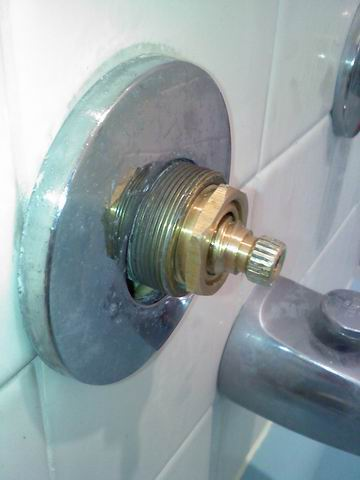 Good grief, 1956 American Standard bath faucet repair problem-bathroom-faucet.jpg