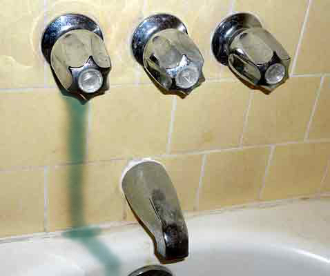 Replacing Galvanized Pipes with Copper-bathtubshower-valves.jpg