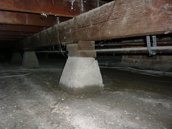 Is this proper beam support under the house?-beam-support.jpg