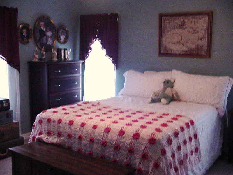 Preserving an old toy box-bedroom3.jpg