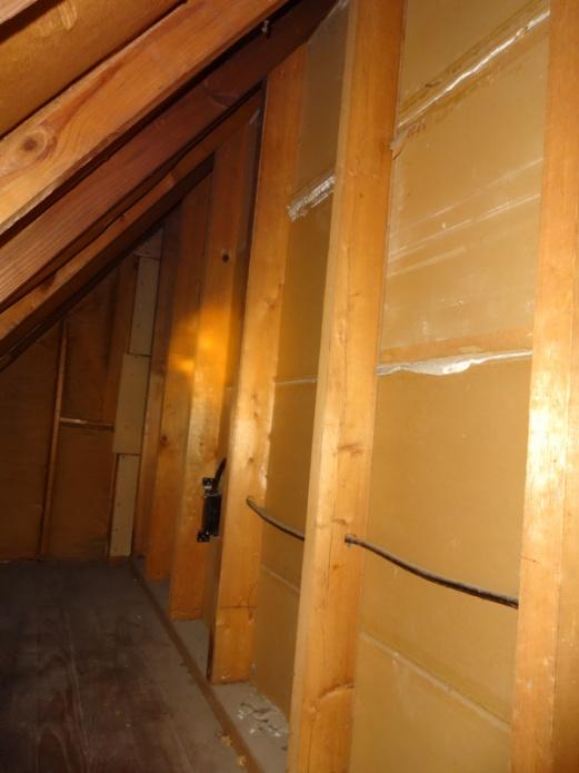 Insulating kneewalls vs roof in 1929 house-bigcubbyinsideplaster.jpg