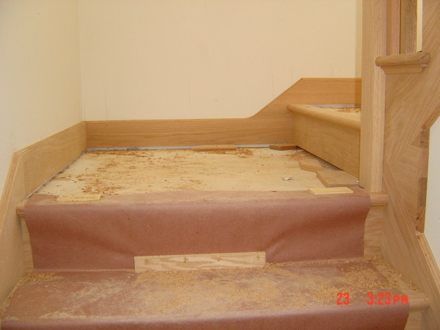 base trim around stairs/landings...?-bobby-escaleras-200.jpg