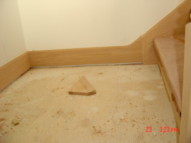 base trim around stairs/landings...?-bobby-escaleras-202.jpg