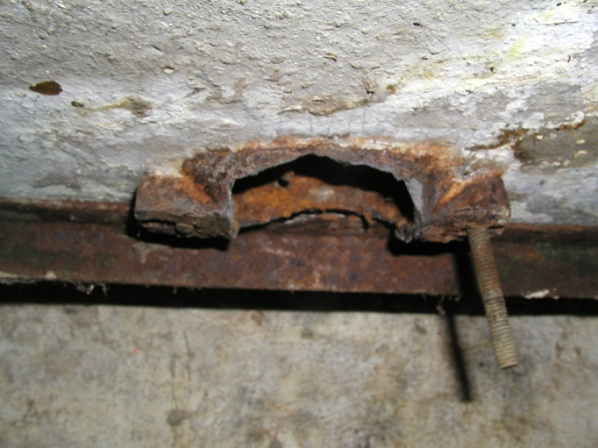 old cement utility sink-bottom_of_sink.jpg