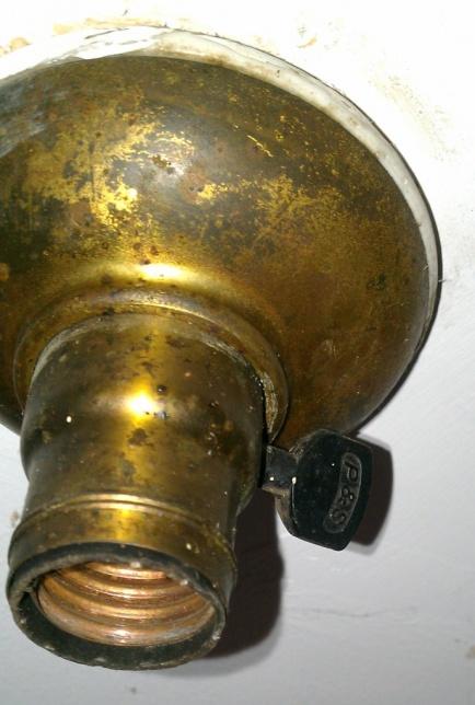 Removing lamp holder-brass_lamp_holder_1.jpg