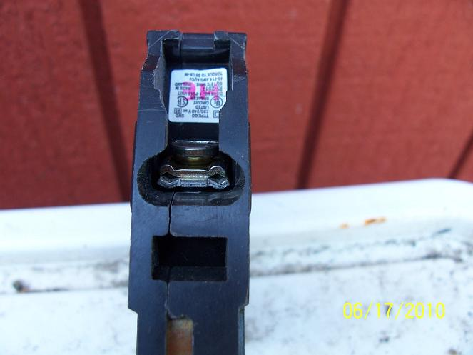 Breakers that could take 2 wires under one screw-breaker-end.jpg