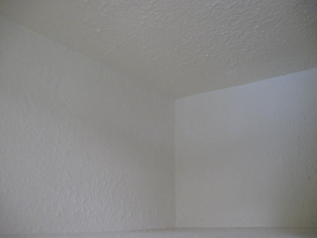lets take a test...do we tape and mud or do we caulk a drywall corner-caulked-corners-002.jpg