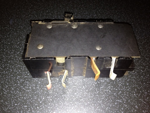 What type of circuit breaker is this?-cb.jpg