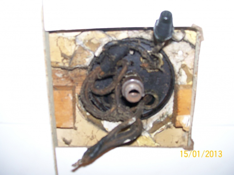 Old electrical ceiling wiring-ceiling-003.jpg