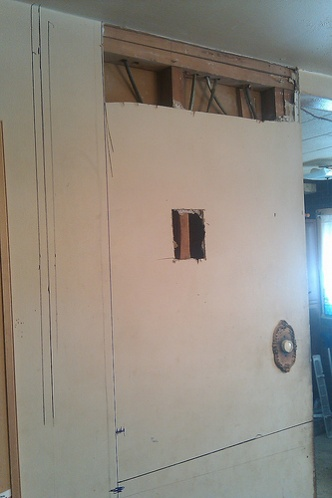 Determining a Load Bearing Wall  (Pic Included)-ceiling.jpg