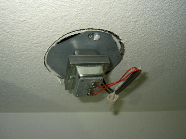 Timer in closet-ceiling.jpg