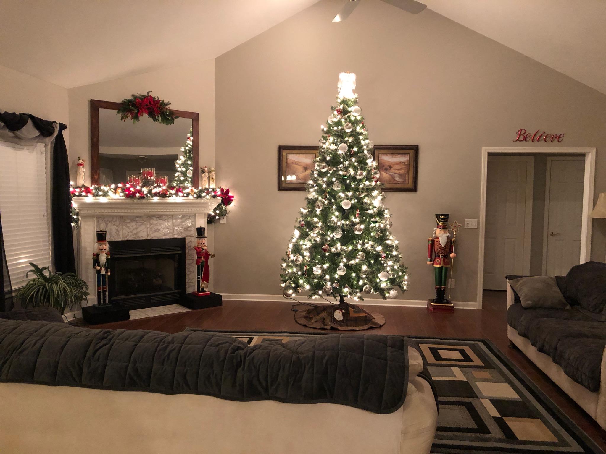 Show us your Christmas decorations!-christmas-2018-tree.jpg