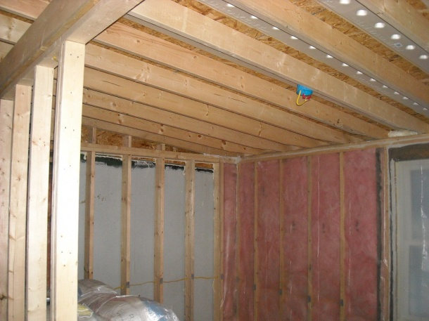 Insulation in vaulted ceiling help please!!!!-cieling.jpg