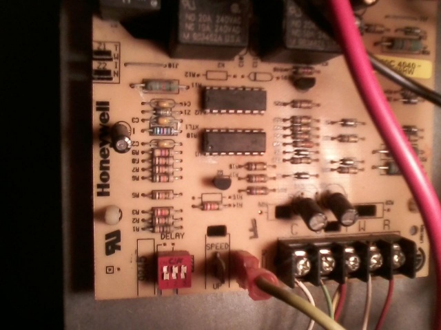 Can't locate fuse on heat pump circuit board-ciircuit-board1.jpg