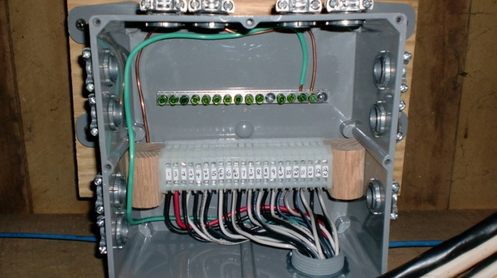 large junction box before transfer switch electrical page 2 rh diychatroom com wiring terminal boards best practice wiring terminal boards best practice