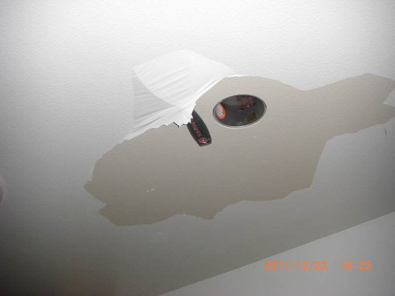 Kitchen ceiling paint is peeling in sheets!-cimg8886_s.jpg