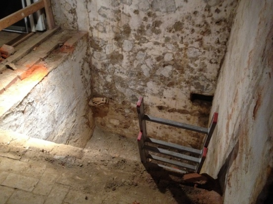 Fill an old cistern with concrete?-cistern-view-down-2.jpg