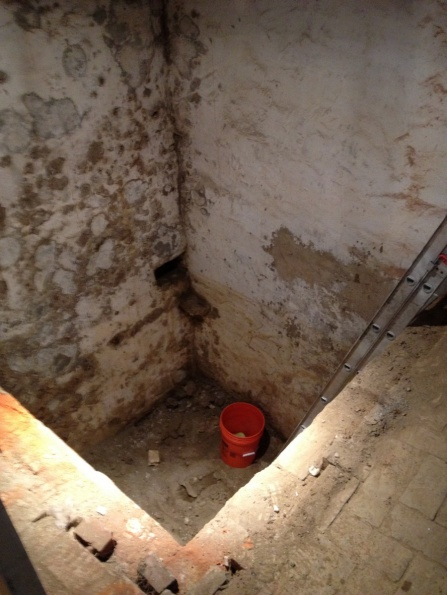 Fill an old cistern with concrete?-cistern-view-down.jpg