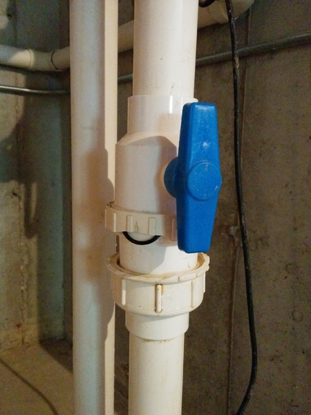 Sump pump/Sewage/Dewater  pipe leaking-close-picture.jpg