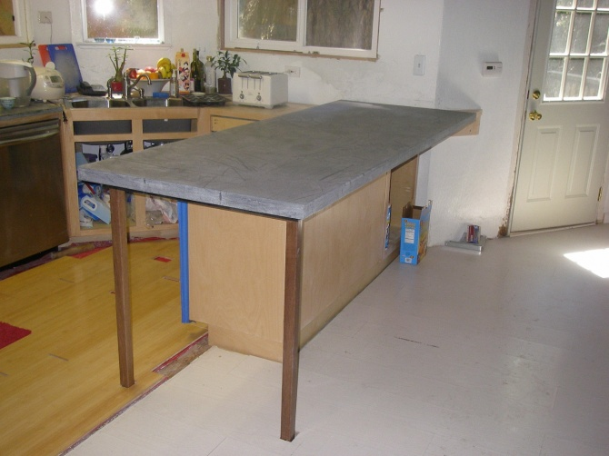 knee-friendly brackets for overhanging countertop-counter1.jpg