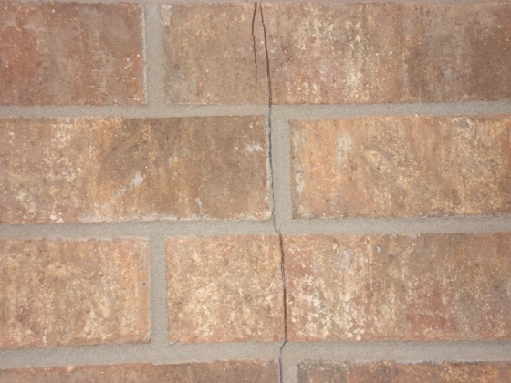 Potential foundation issues-crack-picture-3.jpg