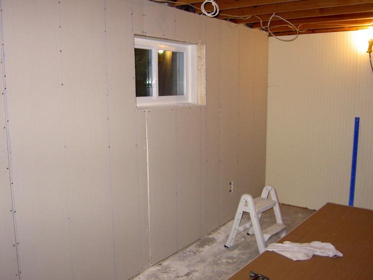 Newbie/DIY drywaller- how many sins will mud cover?-crack-window.jpg