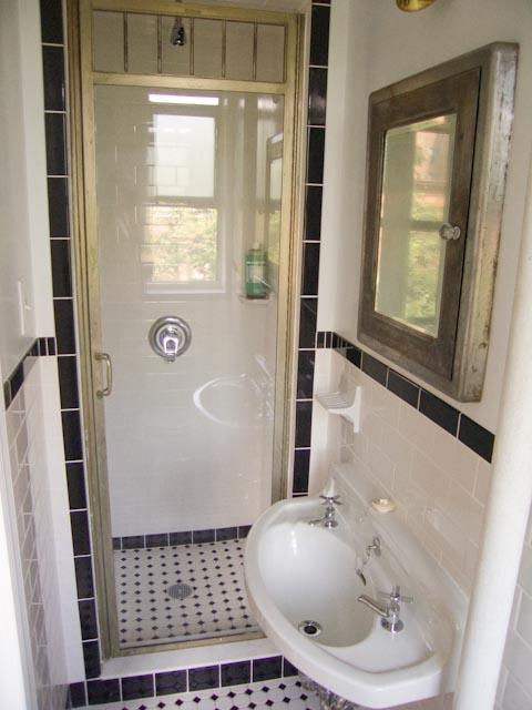 Advice for Restoring Vintage Aluminum(?) Shower Door: Caulking, Cleaning, Sealing?-crw_5694.jpg