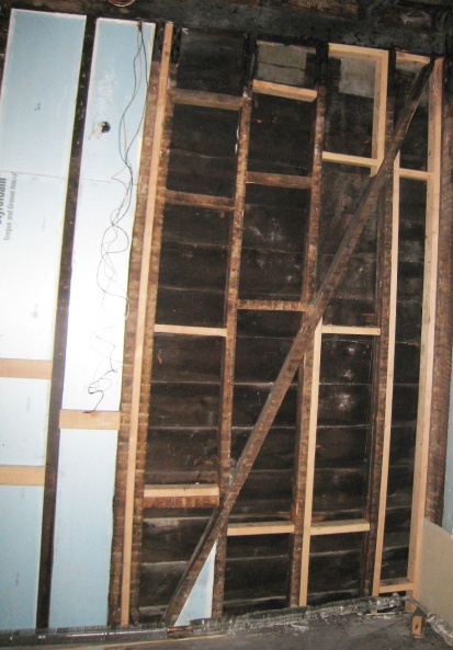 posts pulling away from main exterior roof beam-d-brace-1.jpg