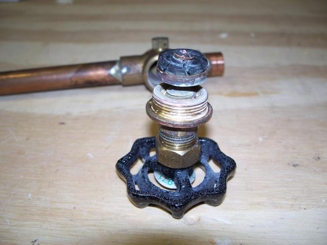 Shut off valve for outdoor spigot-damaged-washer.jpg