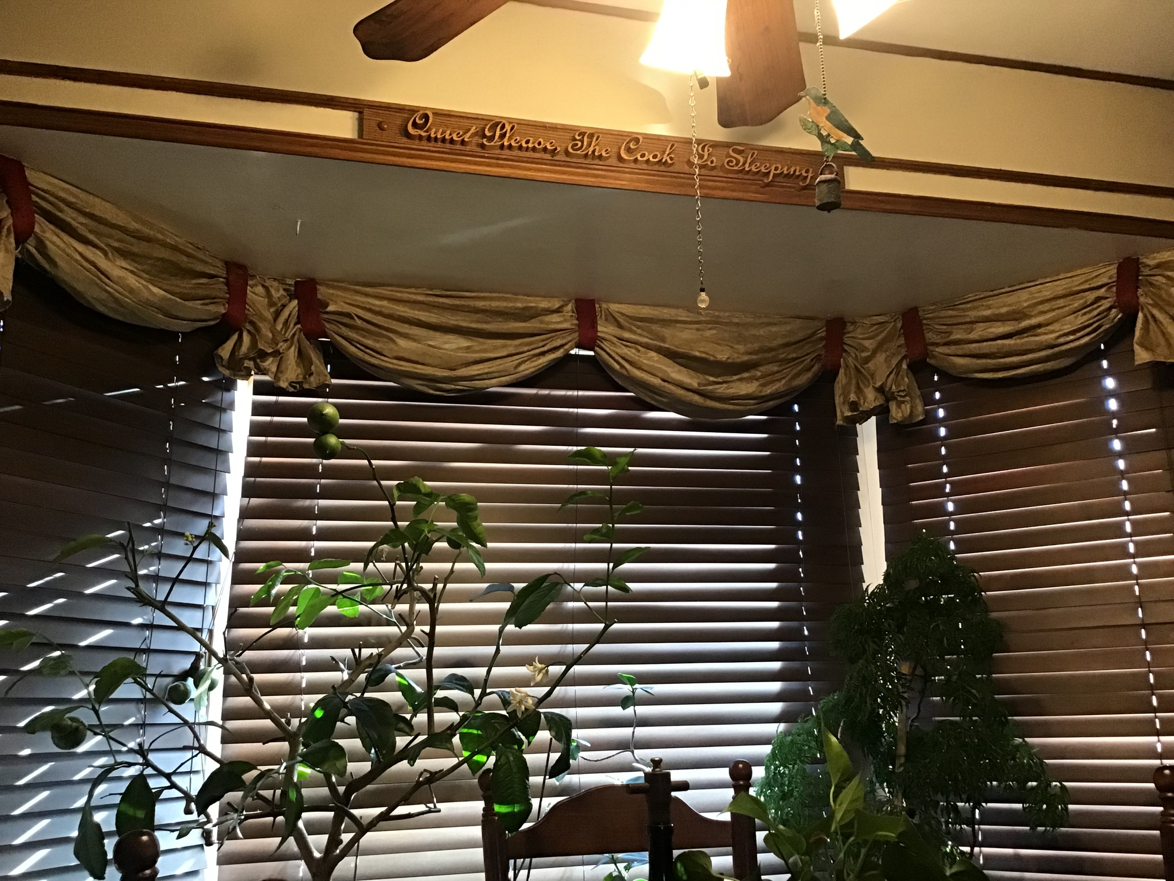 How to install a valance in a bay window.-db0256e7-2693-4672-a901-dd779bf0e6f0.jpg