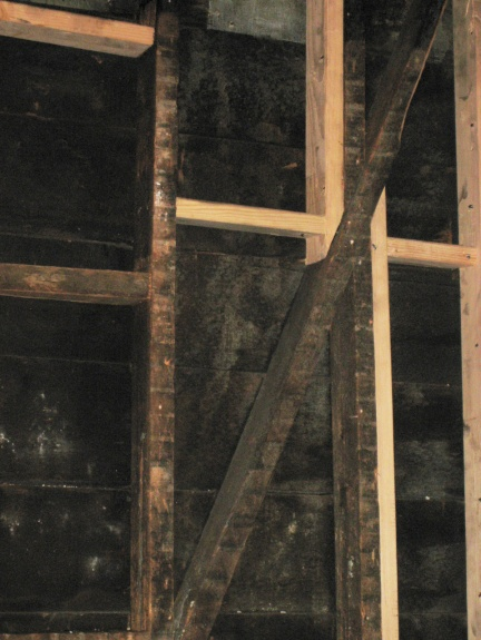 posts pulling away from main exterior roof beam-dbrace2.jpg