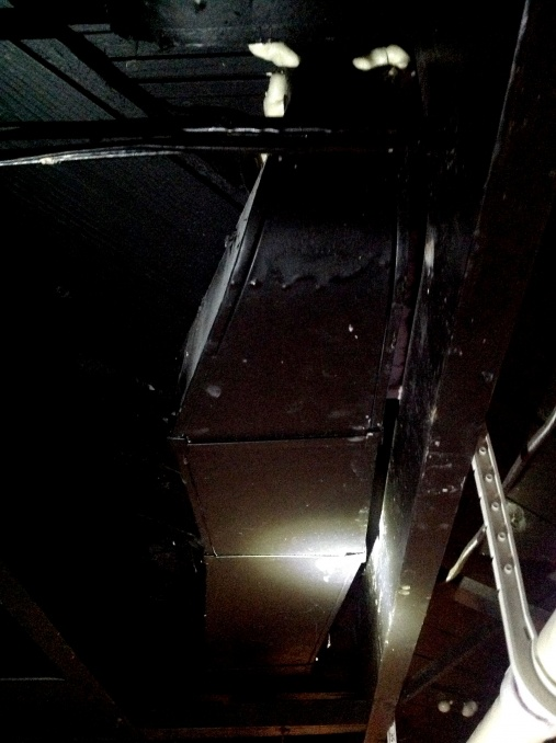 How to remove this overhead ducting-doc-nov-7-2013-2-03-pm-p2.jpg