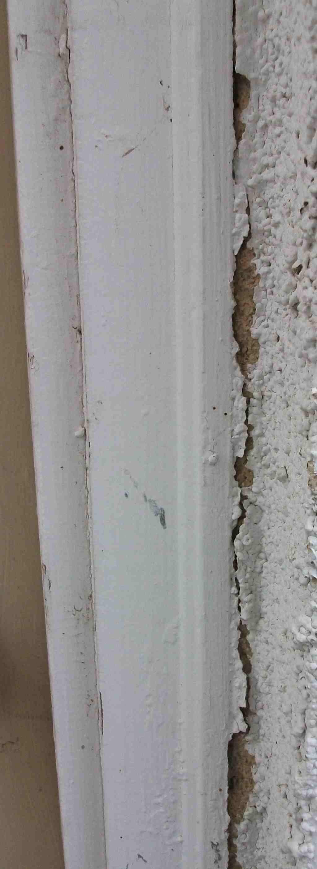 Crack between aluminum window frame and stucco?-doorcrack_sm.jpg