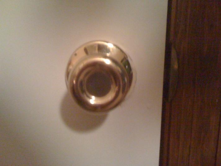 Broken door knob-doorknob-002.jpg