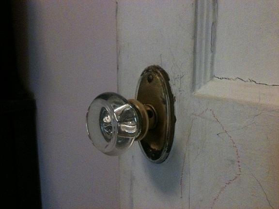 One side of doorknob won't turn?-doorknob1.jpg