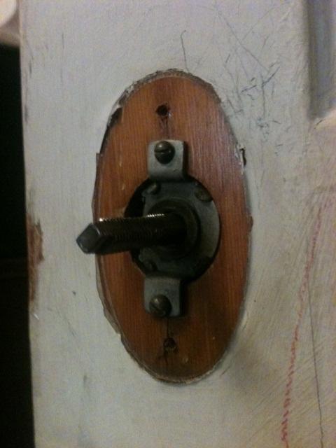 One side of doorknob won't turn?-doorknob5.jpg