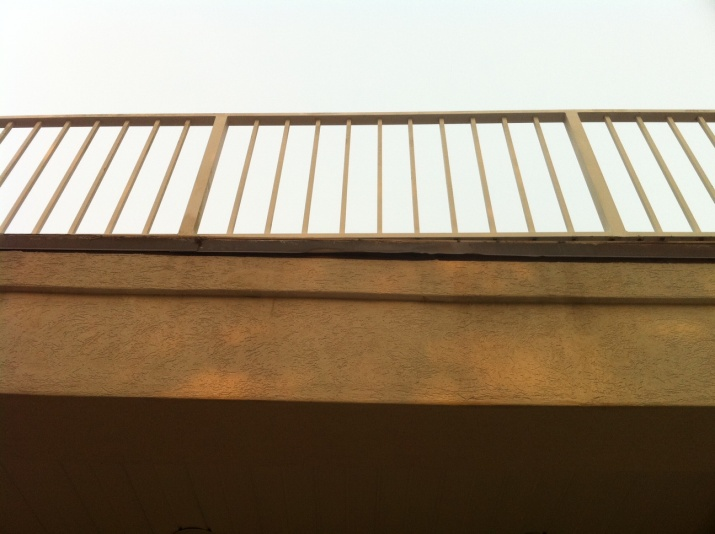 **PICS *** How should I fix this balcony drip rail?-driprail2.jpg