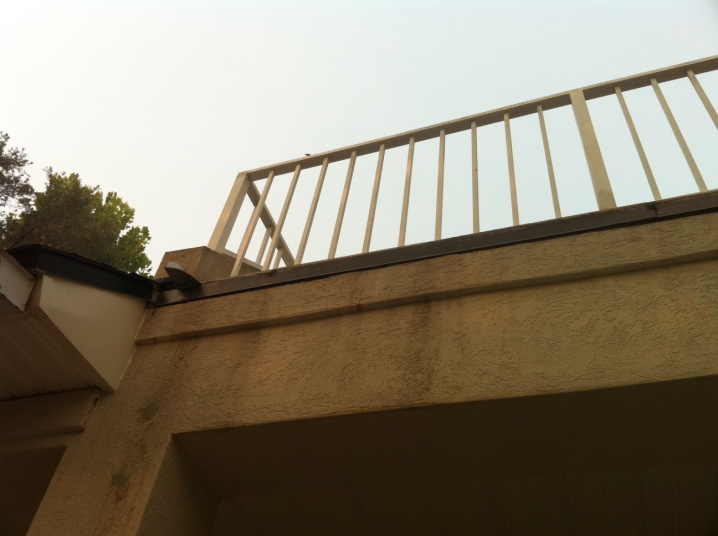 **PICS *** How should I fix this balcony drip rail?-driprail3.jpg