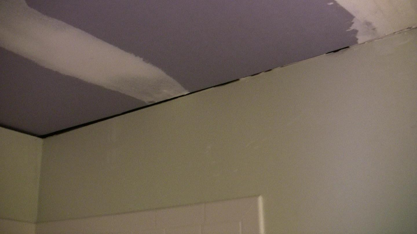 Crown moulding for bathroom ceiling/wall joint - ok to use instead of spackle?-drywall-above-light-part-3.jpg
